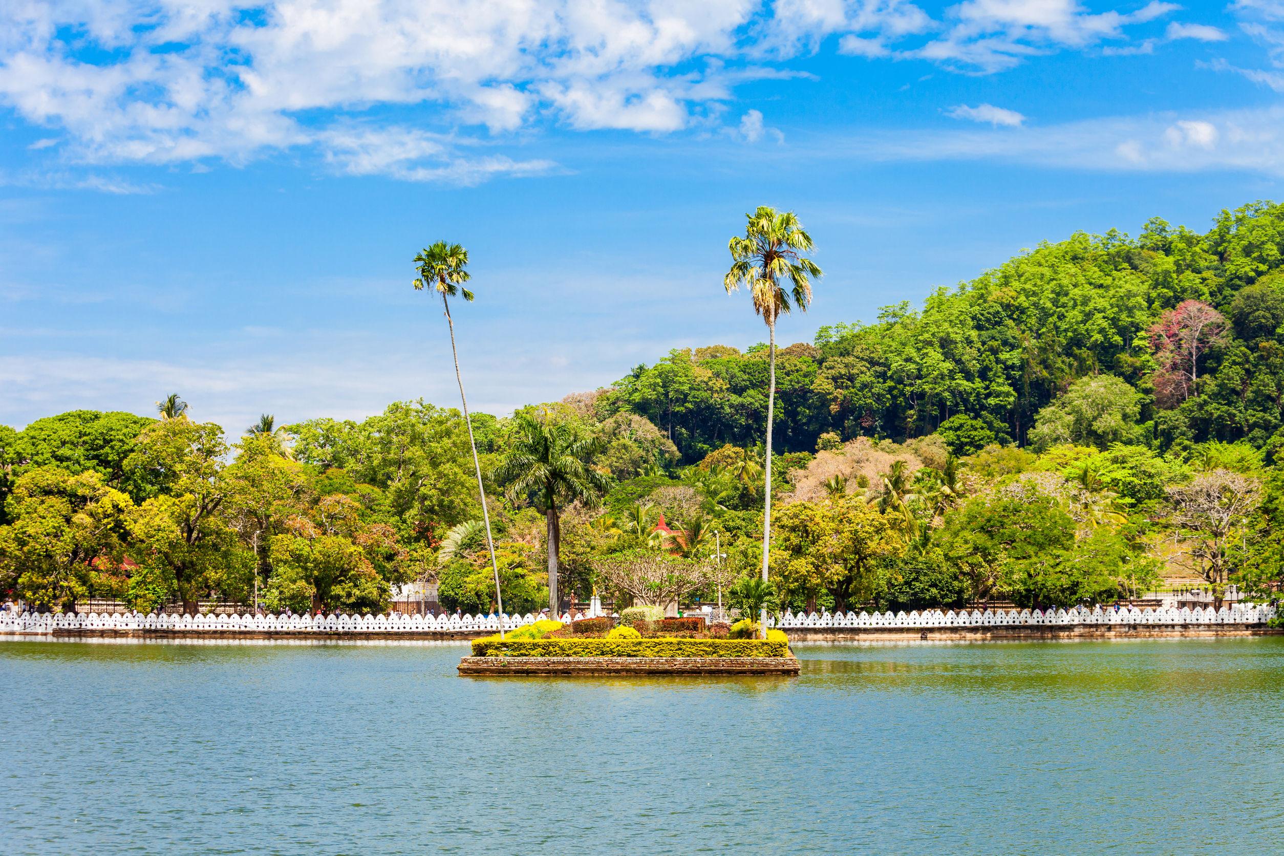 اماكن السياحة في كاندي بحيرة كاندي