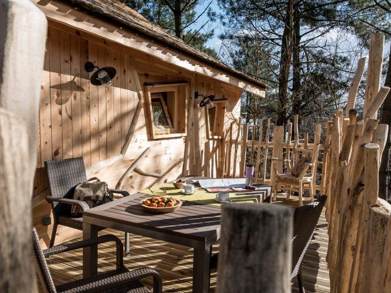 Eté 2020 : Un séjour frais au cœur d'une cabane dans les arbres